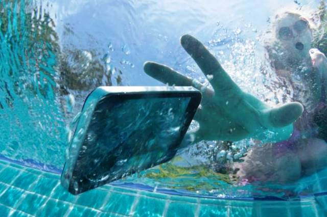 How to save and rescue your mobile fallen into the water